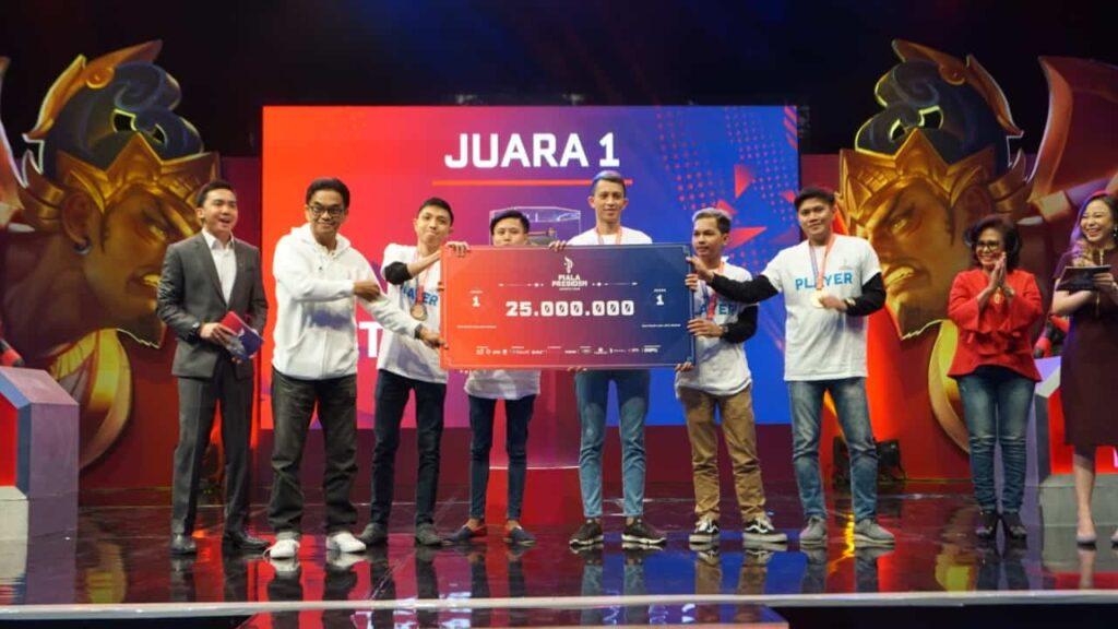 Pemenang Turnamen Piala Presiden Esports 2019 Regional Manado: Anak Kelas 3 SMP Berhasil Menjadi Runner-up.